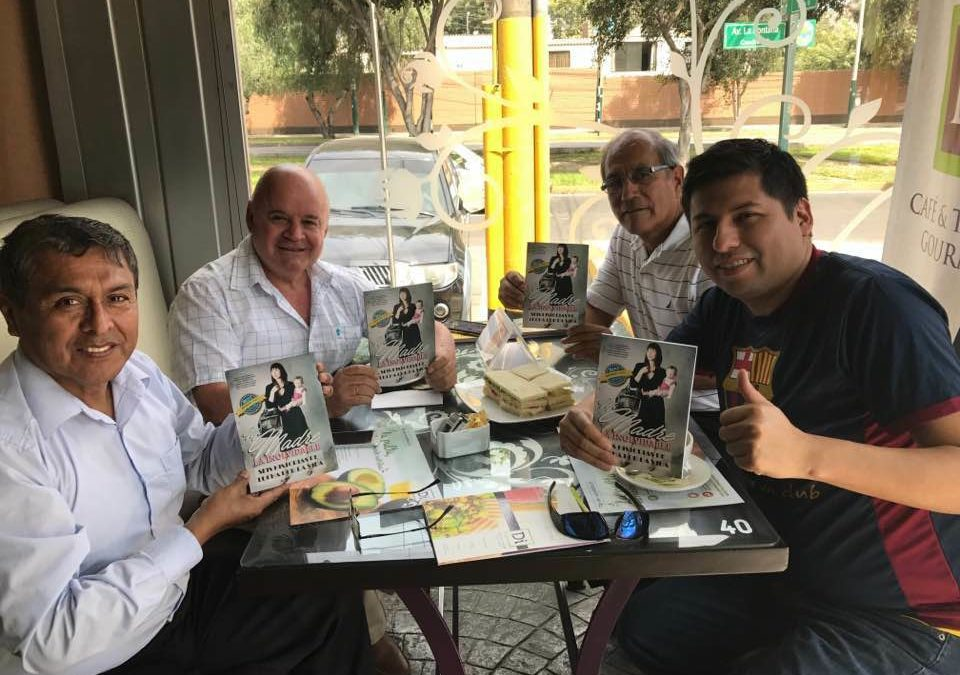 Celebracion de Best Seller del Libro Mi Madre La Inolvidable
